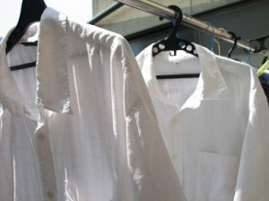 シャツの襟は干す時にも気を付けましょう