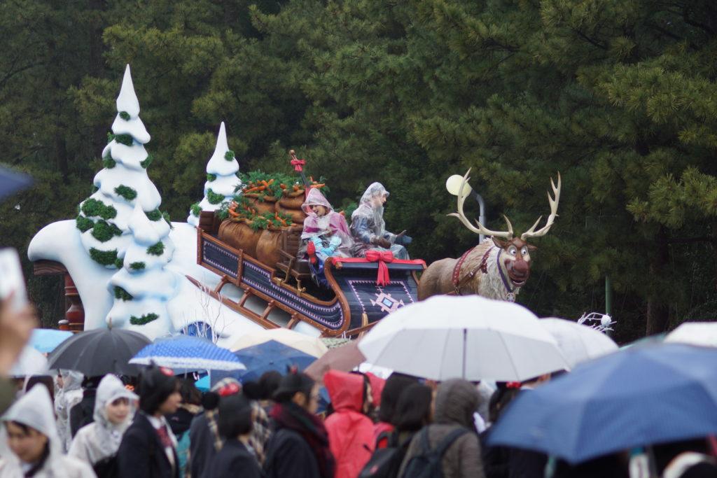 ディズニーランド 雨の日のパレード